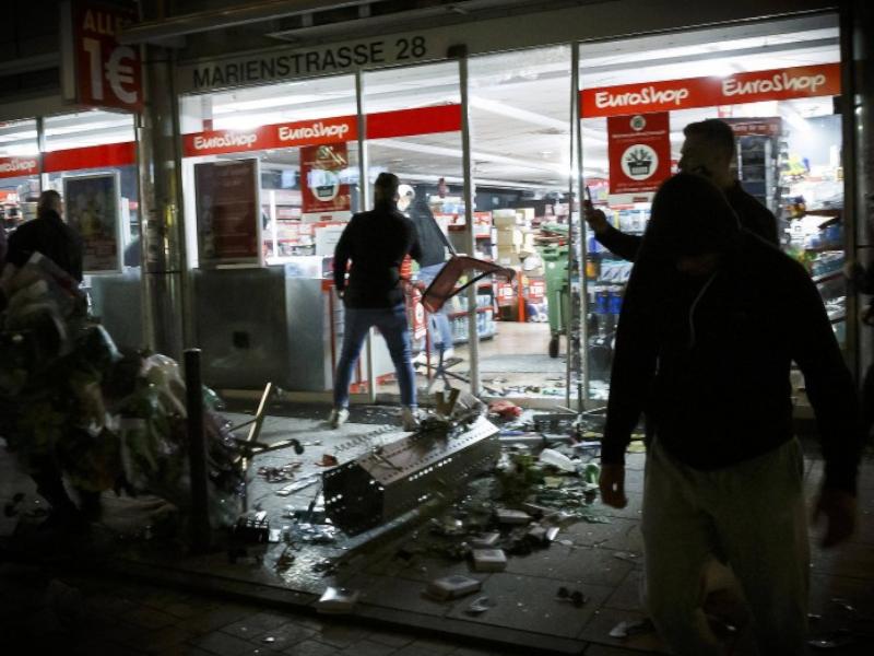 Rigorose Maßnahmen gegen Plünderer, Randalierer und gewalttätige Anarchisten!